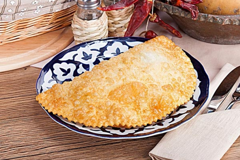 Чебурек с сыром, грибами и картофелем
