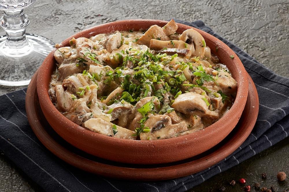 Жареные грибы с языком и молодым картофелем