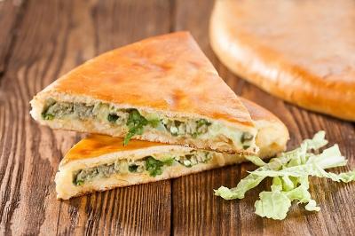 Пирог осетинский с телятиной, сыром и зеленью